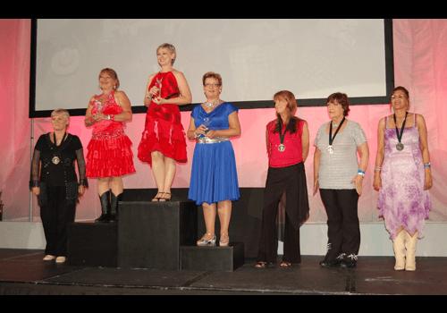 Therese under prisutdelningen på världsmästerskapet i linedance.