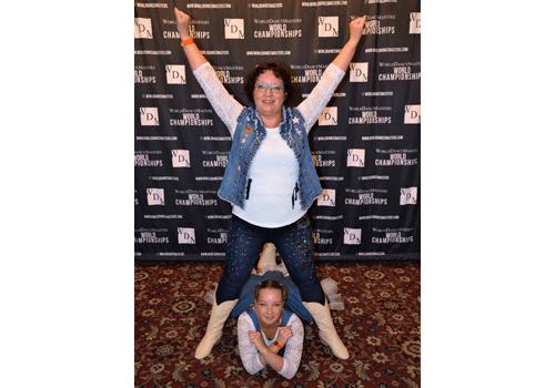 Therese och Wilma på världsmästerskapet i Linedance.